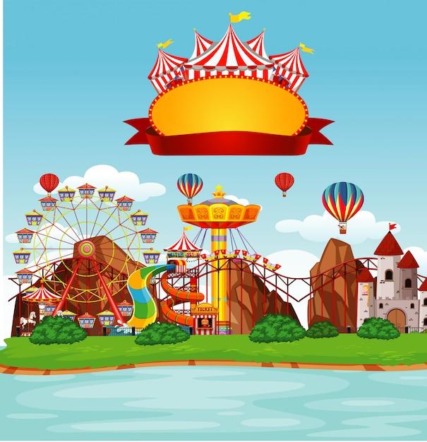 Escena de funpark con muchas atracciones Vector Premium