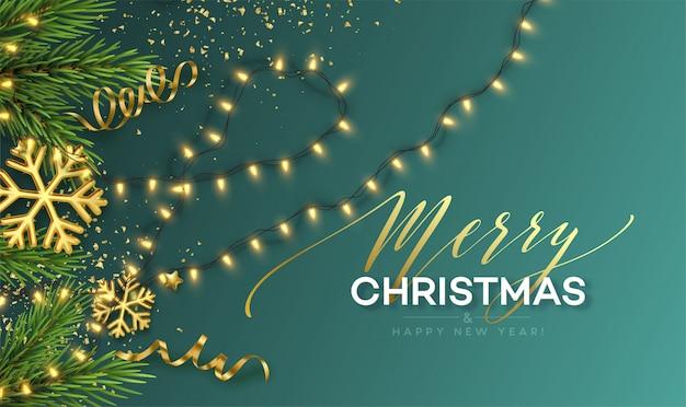 Estandarte de navidad. luces de guirnaldas brillantes realistas con copos de nieve dorados y oropel dorado sobre un fondo con ramitas de árbol de navidad. ilustración Vector Premium