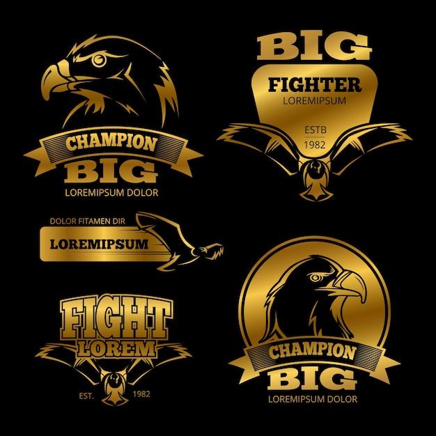 Etiquetas de vector de heráldica de águila dorada brillante, logotipos, emblemas en la ilustración de fondo negro Vector Premium