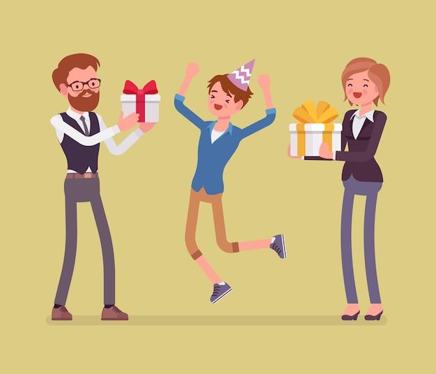 Familia feliz en la celebración de la fiesta de cumpleaños. alegres padres e hijo divirtiéndose en el evento, padre y madre disfrutan del entretenimiento juntos, dando regalos en caja. ilustración de dibujos animados de estilo Vector Premium