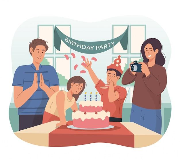Familia feliz celebrando el cumpleaños de la niña en casa Vector Premium