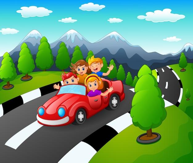 Familia Feliz Viajando En Coche Rojo Juntos Vector Premium