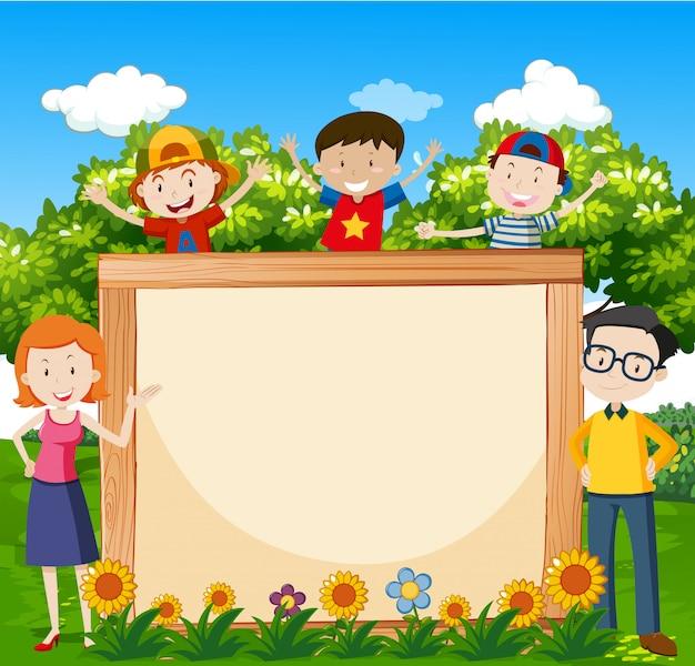 Familia en el jardín con fondo enmarcado para copyspace vector gratuito