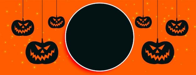 Feliz banner naranja de halloween con espacio de texto vector gratuito