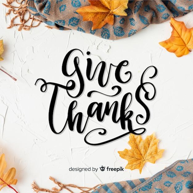 Feliz concepto de acción de gracias con letras vector gratuito
