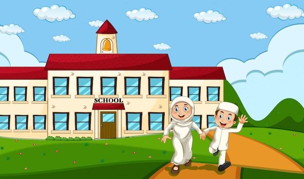 Feliz estudiante musulmán con antecedentes escolares vector gratuito
