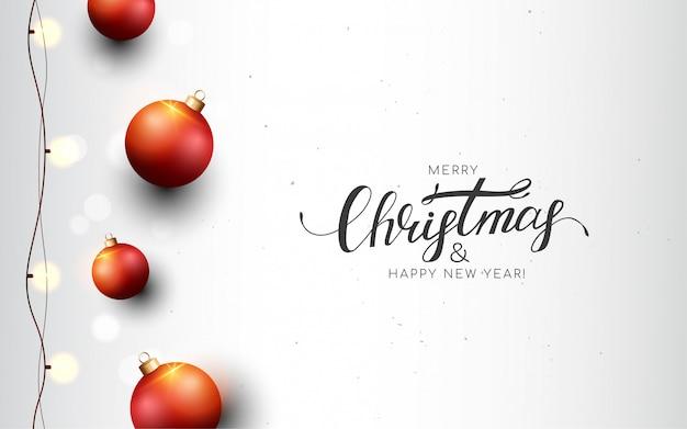 Feliz navidad tarjeta de felicitación blanca con bolas rojas, guirnalda, bokeh. Vector Premium
