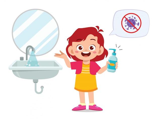 Feliz niña linda niña lavarse las manos en el fregadero Vector Premium