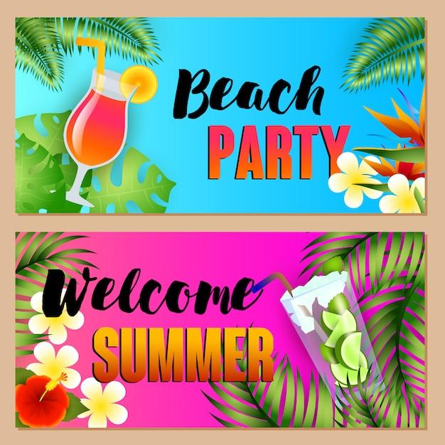 Fiesta en la playa, letras de bienvenida de verano con cócteles. vector gratuito