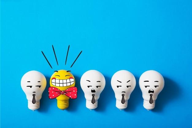 Fila de bombillas con una brillante vector gratuito