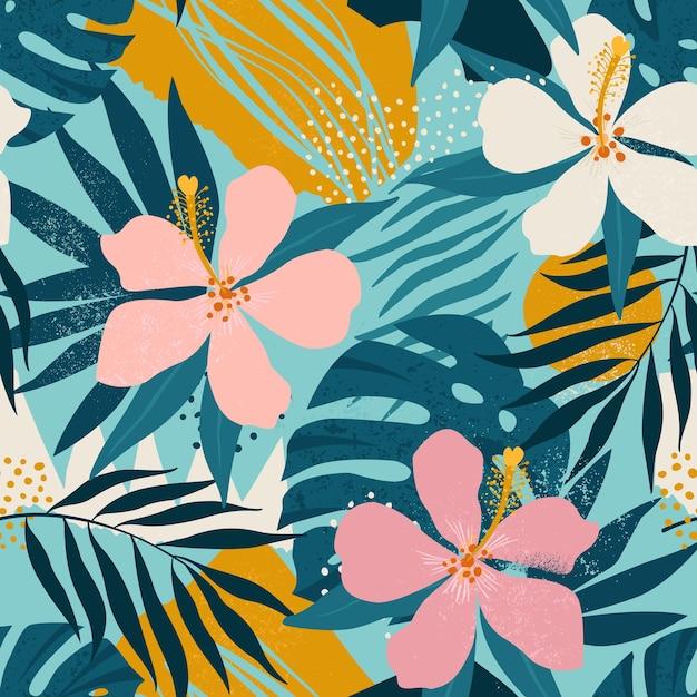 Flores tropicales y hojas de palmeras artísticas de patrones sin fisuras. Vector Premium