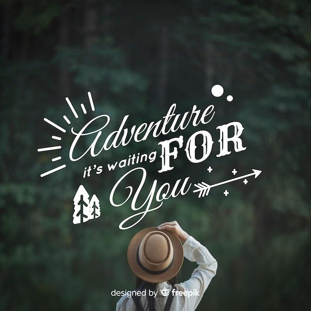Fondo caligráfico de aventura con fotografía vector gratuito