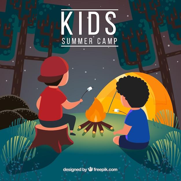 Fondo de campamento de verano con chicos calentando malvaviscos vector gratuito