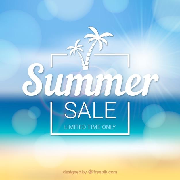 Fondo de venta de verano con playa desenfocada vector gratuito