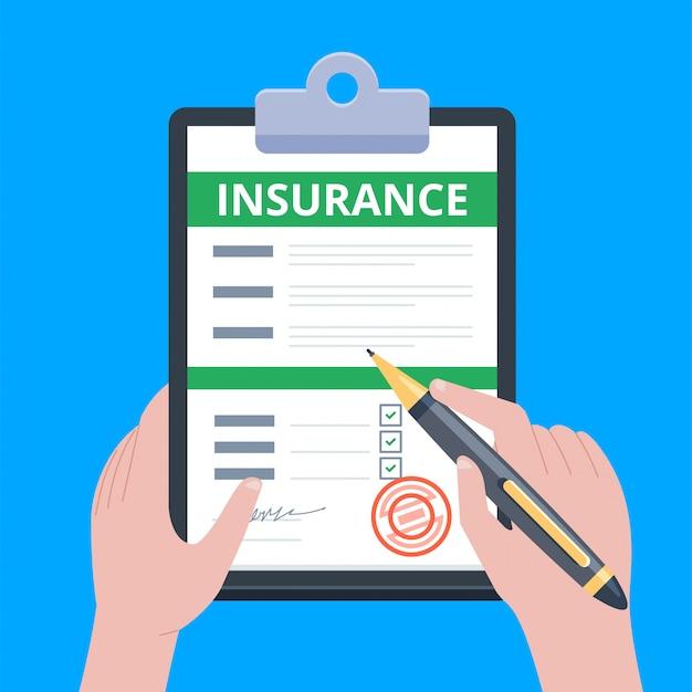 Formulario de reclamo de seguro. el hombre escribe el formulario, sosteniendo el portapapeles en la mano. Vector Premium