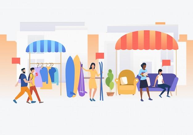 Gente comprando y vendiendo ropa y esquís al aire libre. vector gratuito