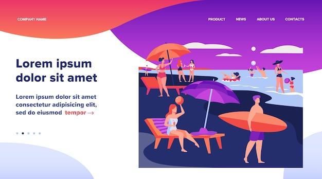 Gente descansando en la playa del mar en verano. mujeres y hombres nadando y sentados bajo la ilustración de vector plano paraguas. diseño de sitio web de concepto de ocio de vacaciones o página web de destino vector gratuito