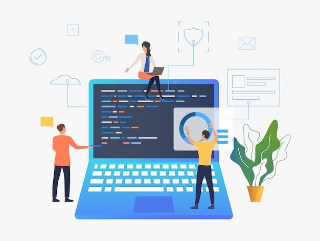 Gente de negocios trabajando en desarrollo de computadoras portátiles. vector gratuito