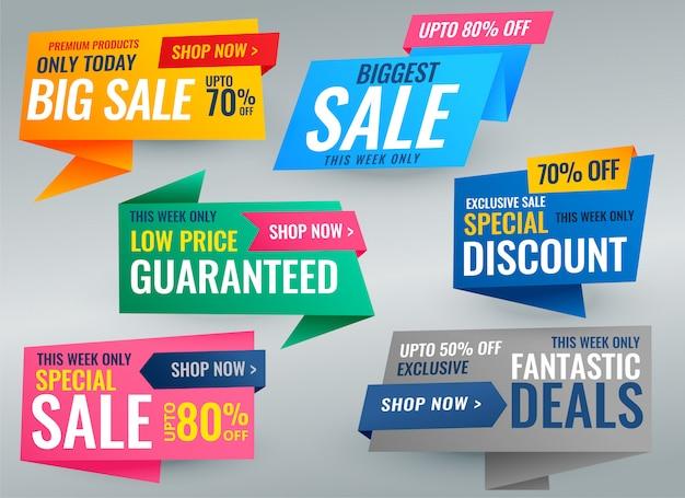 Gran conjunto de banner y etiquetas promocionales de venta. vector gratuito
