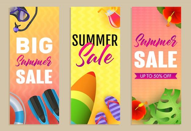 Gran venta de verano set de letras, tabla de surf y aletas. vector gratuito
