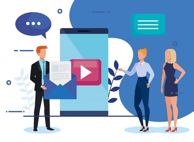 Grupo de empresarios con smartphone e iconos vector gratuito