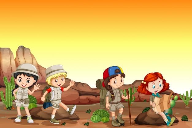 Grupo de niños acampando en el desierto. Vector Premium