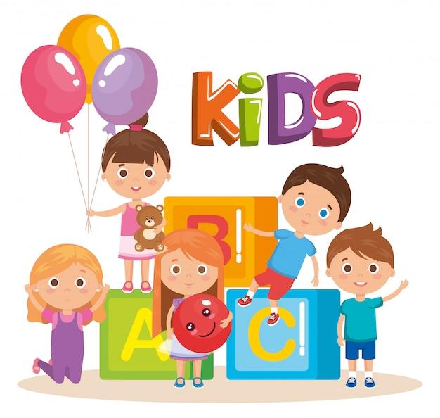 Grupo de niños pequeños jugando con bloques vector gratuito