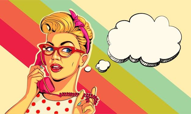 Hermosa chica pin up en el teléfono en estilo pop art Vector Premium