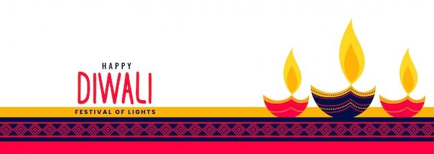 Hermosa pancarta larga feliz de diwali con tres lámparas decorativas de diya vector gratuito