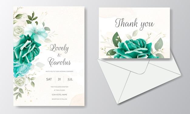 Hermosa plantilla de tarjeta de invitación de boda con hojas florales verdes y marco dorado Vector Premium