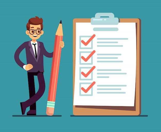 Hombre de negocios que sostiene el lápiz en la lista de verificación completa grande con las marcas de verificación. organización empresarial y logros del concepto de vector de objetivos Vector Premium