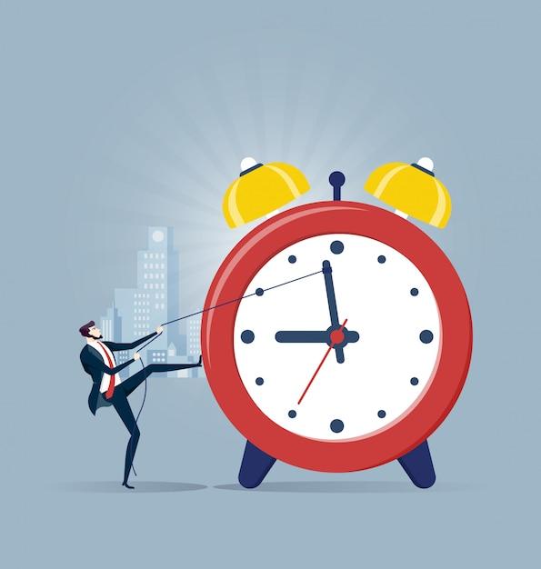 Hombre de negocios que tira del reloj en concepto de gestión de tiempo Vector Premium