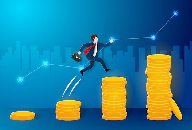 Hombre de negocios saltando en muchas monedas al objetivo más grande y alcanzar la meta Vector Premium