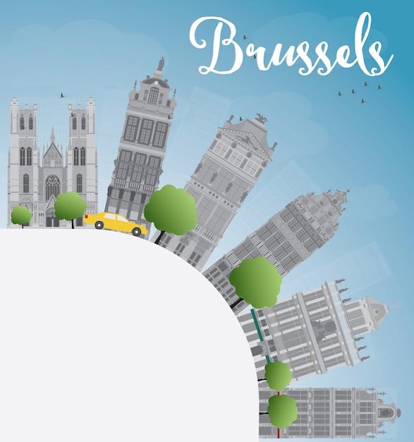 Horizonte de bruselas con edificio gris, cielo azul y espacio de copia Vector Premium