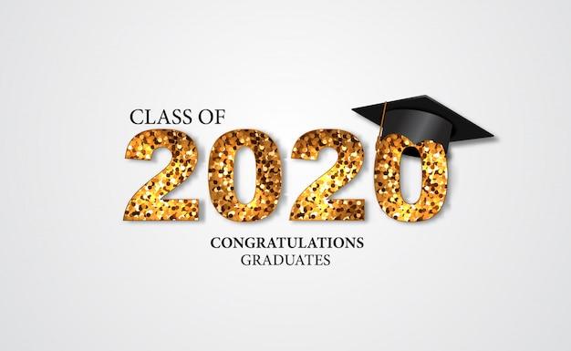 Ilustración de la fiesta de graduación para el graduado de la felicitación de la clase 2020 con texto dorado y gorras Vector Premium