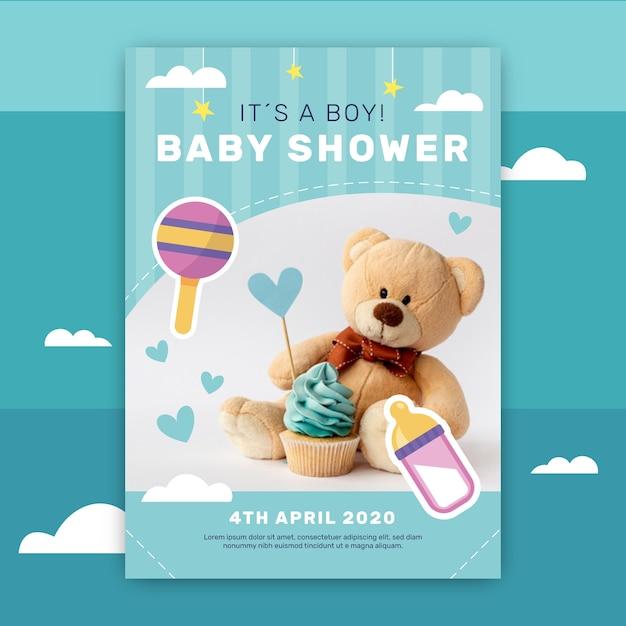 Invitación de baby shower con foto de oso de peluche vector gratuito