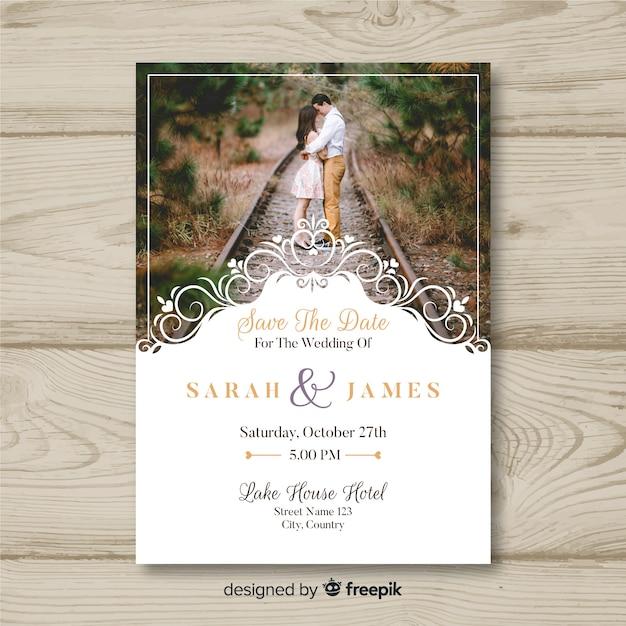 Invitación de boda con imagen vector gratuito