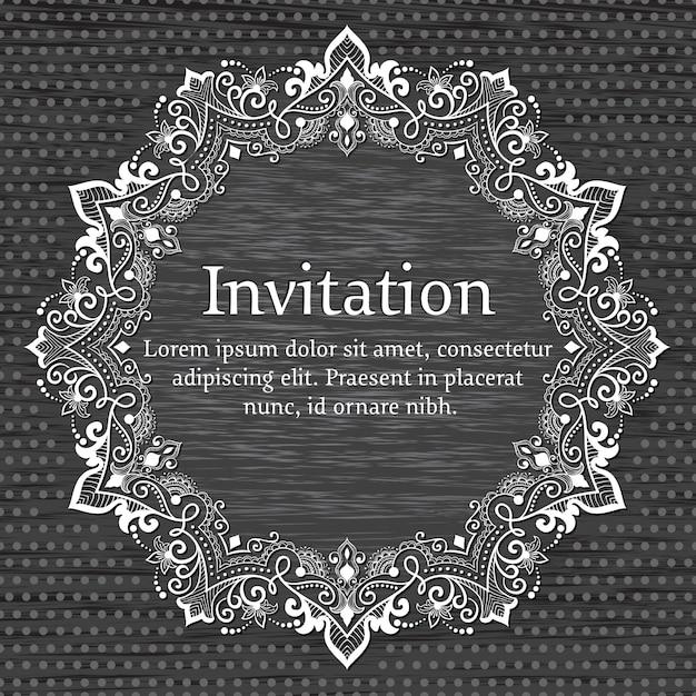 Invitación de boda y tarjeta de invitación con encaje redondo ornamental con elementos arabescos. vector gratuito