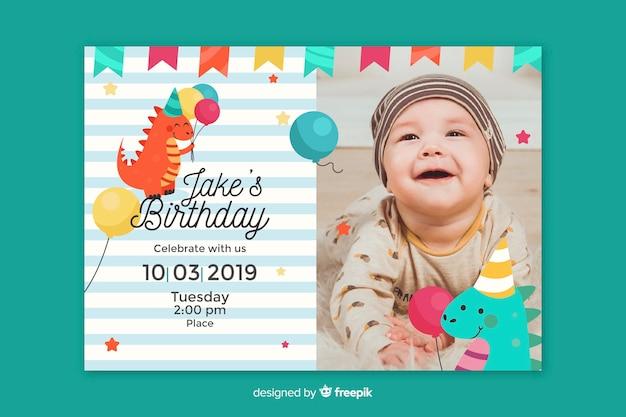 Invitación de cumpleaños de baby boy con foto vector gratuito