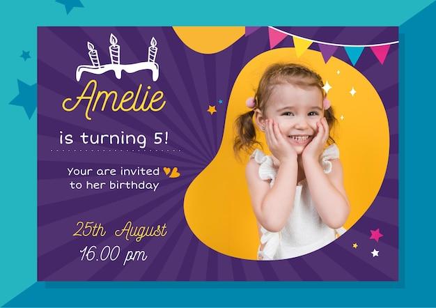 Invitación de cumpleaños con foto vector gratuito