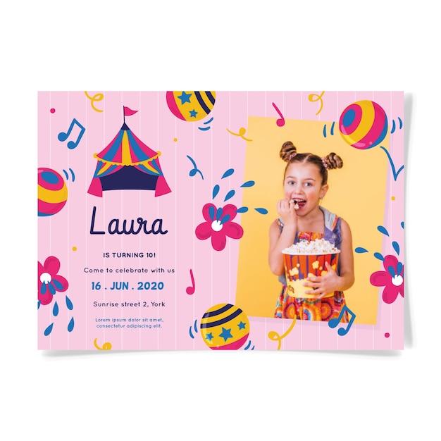 Invitación de cumpleaños para niños con foto vector gratuito
