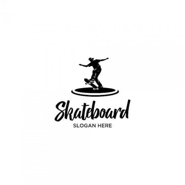 Jugando plantilla de logotipo de silueta de skateboard Vector Premium