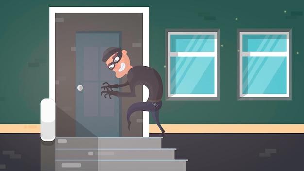 Ladrón en máscara negra con manojo de llaves maestras entrando en casa criminal ladrón personaje puerta abierta noche casa interior plano horizontal Vector Premium
