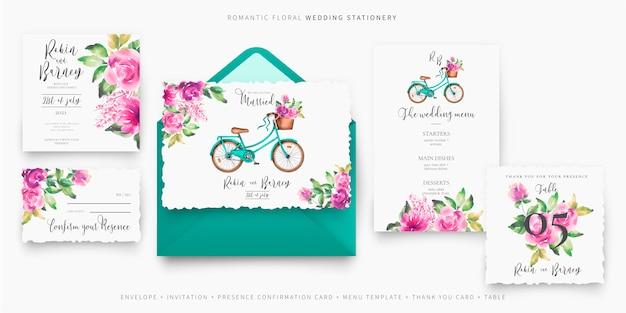 Linda papelería de boda con bicicleta y flores. vector gratuito