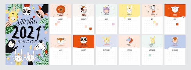 Lindo calendario 2021. calendario planificador anual con todos los meses. buen organizador y horario. ilustración de vacaciones lindo con animales graciosos. Vector Premium