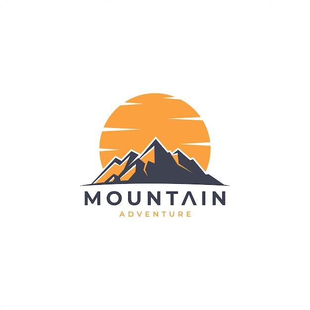Logo de aventura en la montaña Vector Premium