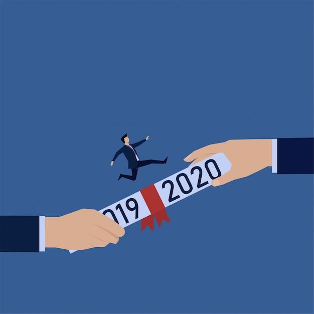 Mano dar contrato con el texto 2019 y 2020 y el hombre corre por encima de él Vector Premium
