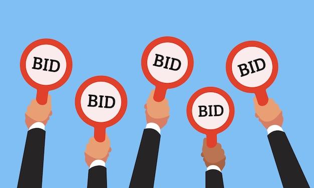 Las manos de los compradores de negocios que aumentan las paletas de la subasta con cantidades de precios competitivos Vector Premium