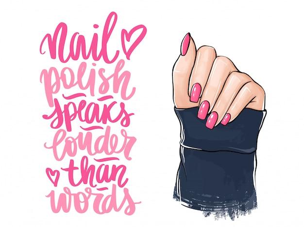 Manos de mujer hermosa con esmalte de uñas rosa. letras escritas a mano sobre uñas y manicura. Vector Premium