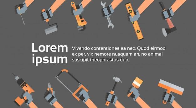 Manos sujetando herramientas de reparación y construcción de equipos de trabajo Vector Premium